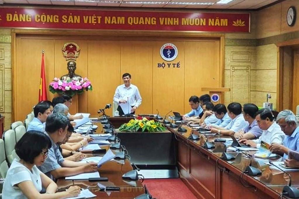 Ông Nguyễn Thanh Long chủ trì cuộc họp về phòng, chống bệnh bạch hầu, chiều 7/7. Ảnh: V.T