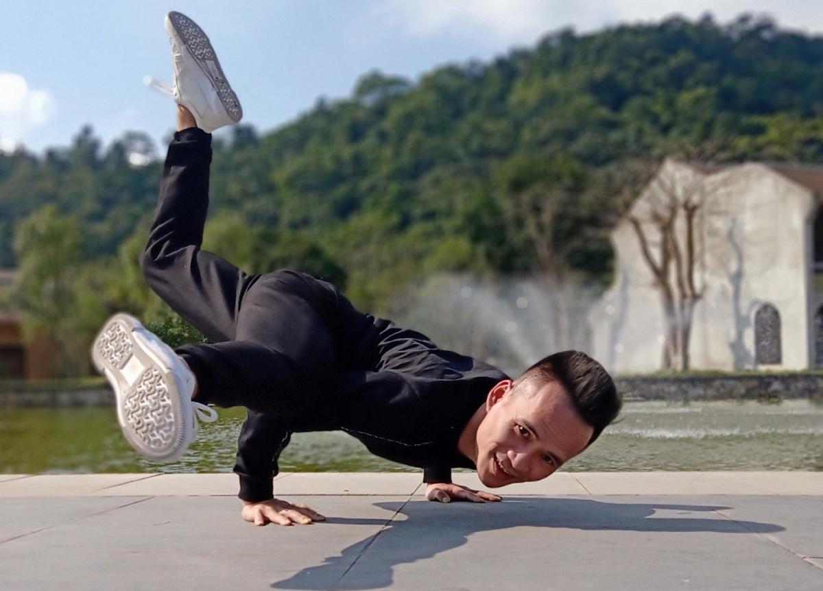 Công việc huấn luyện viên yoga khiến Quân có vẻ ngoài trẻ trung và vui vẻ. Ảnh Nhân cật cung cấp