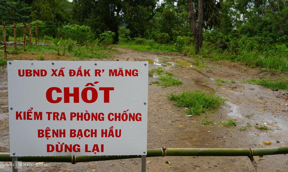 Khu cách ly, kiểm tra bệnh bạch hầu tại cụm dân cư 12, xã Đăk Rmăng, huyện Đăk Glong, Đăk Nông. Ảnh: Trần Hóa.