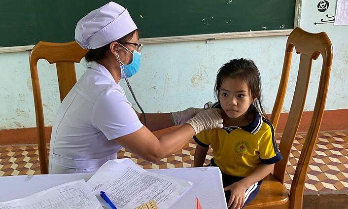 Trẻ được tiêm phòng vaccine bạch hầu ở Gia Lai, ngày 9/7. Ảnh: Bộ Y tế.