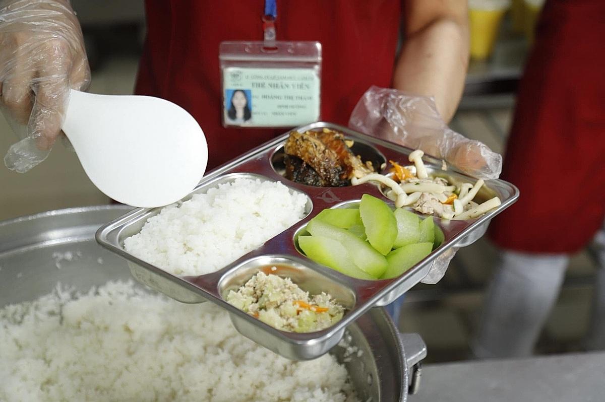 Người bệnh ung thư cần ăn uống đầy đủ, đảm bảo dinh dưỡng để việc điều trị đạt hiệu quả tốt nhất. Ảnh: Hà Trần.