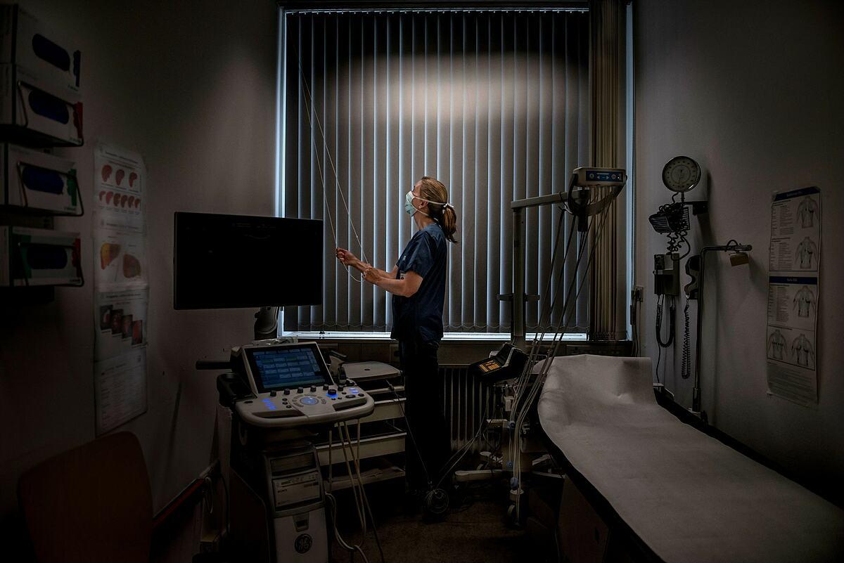 Bác sĩ Camilla Rothe, làm việc tại Bệnh viện Đại học Munich, tháng 3/2020. Ảnh: NY Times