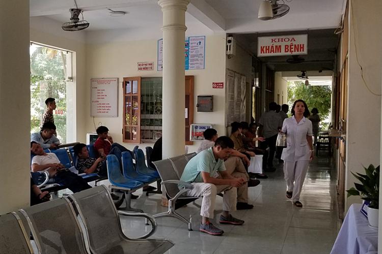 Trong ngày 22/6, Bệnh viện Giao thông Vận tải Hải Phòng chỉ còn khoa Khám bệnh và khoa Chạy thận Nhật - Việt hoạt động. Ảnh:Giang Chinh.