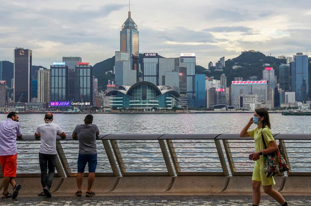 Người dân Hong Kong bắt đầu trở lại cuộc sống bình thường, tháng 6/2020. Ảnh: SCMP