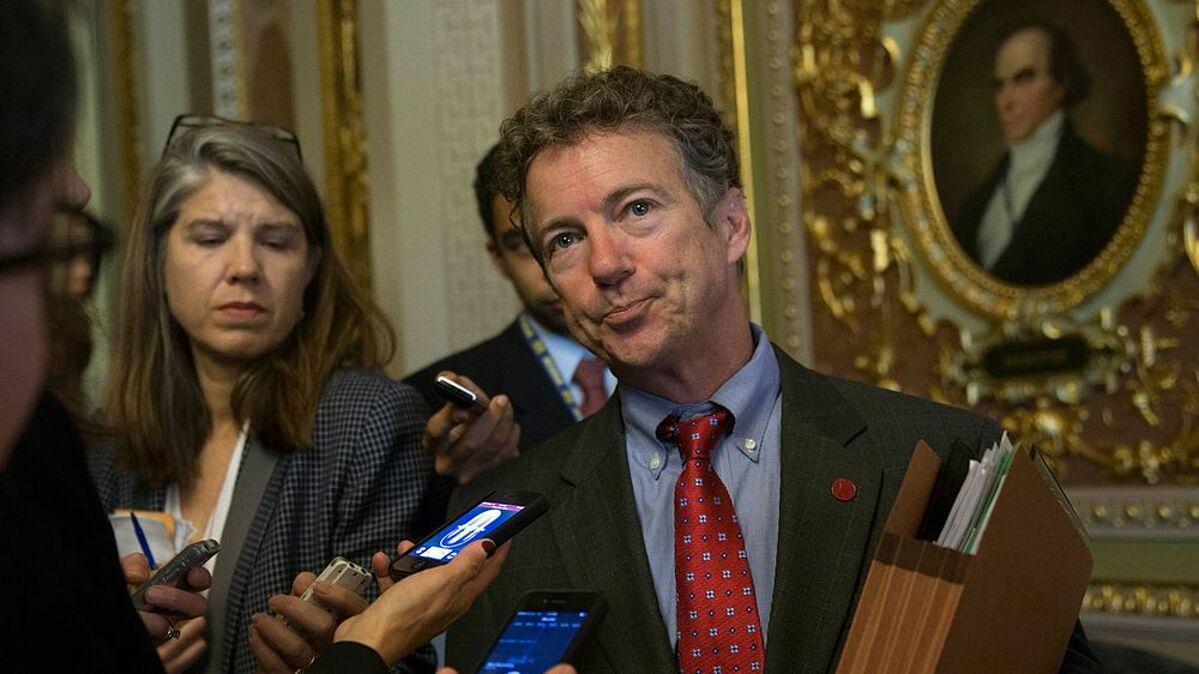 Thượng nghị sĩ Đảng Cộng hòa Rand Paul trong một cuộc họp báo ở Washington, ông từng cho rằng bản thân đã miễn dịch vì từng nhiễm nCoV. Ảnh: Bloomberg