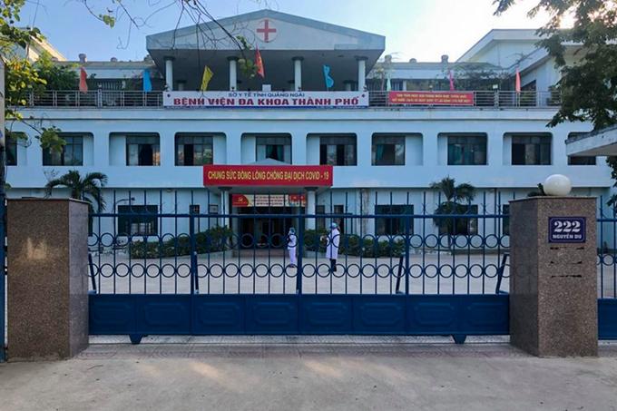 Bệnh viện Đa khoa TP Quảng Ngãi đã đóng cửa ngưng tiếp nhận bệnh nhân. Ảnh:Thanh Phương.