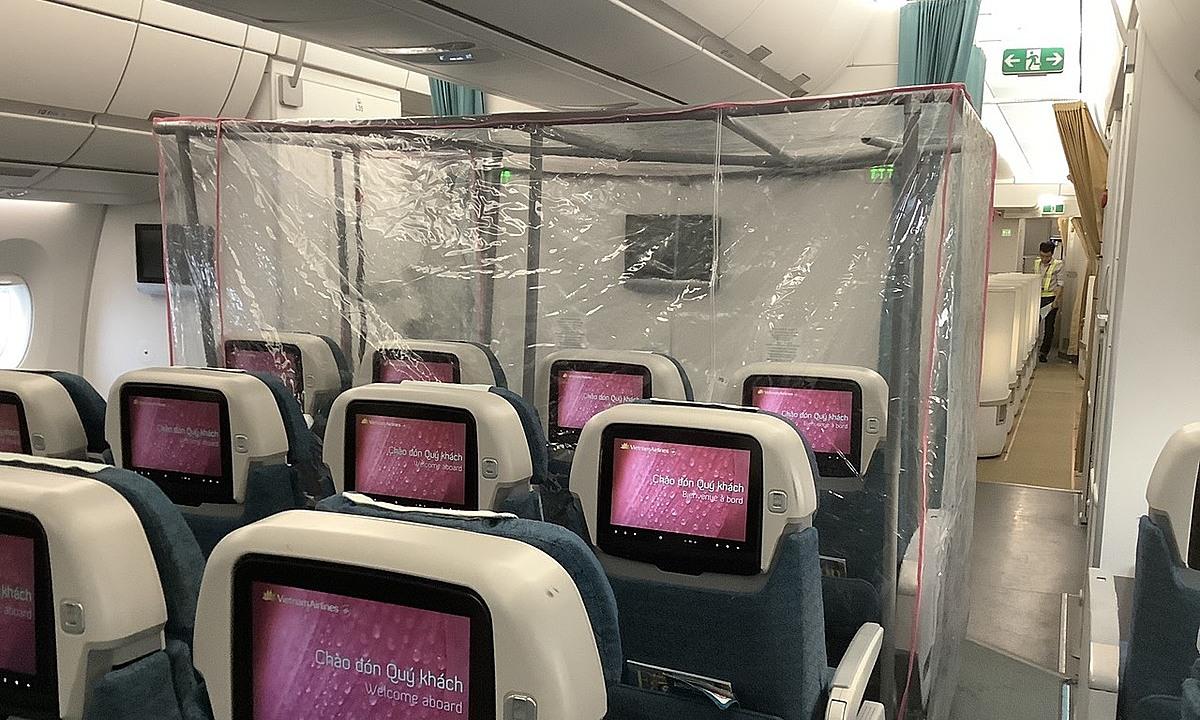 Buồng áp lực dương trên máy bay đưa 219 công dân về nước. Ảnh: Mạnh Hùng.