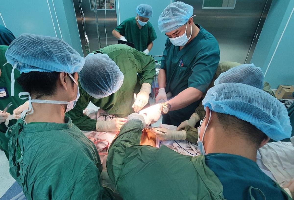 Nhờ kích hoạt báo động đỏ nội viện, hai bệnh nhân được cứu sống kịp thời, Ảnh Bệnh viện cung cấp