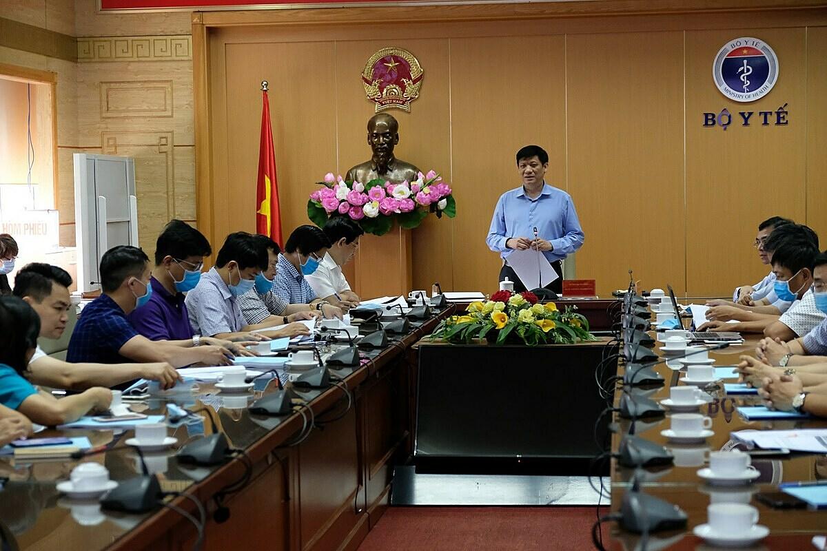 Quyền Bộ trưởng Nguyễn Thanh Long phát biểu tại cuộc họp sáng 1/8. Ảnh: Trần Minh.