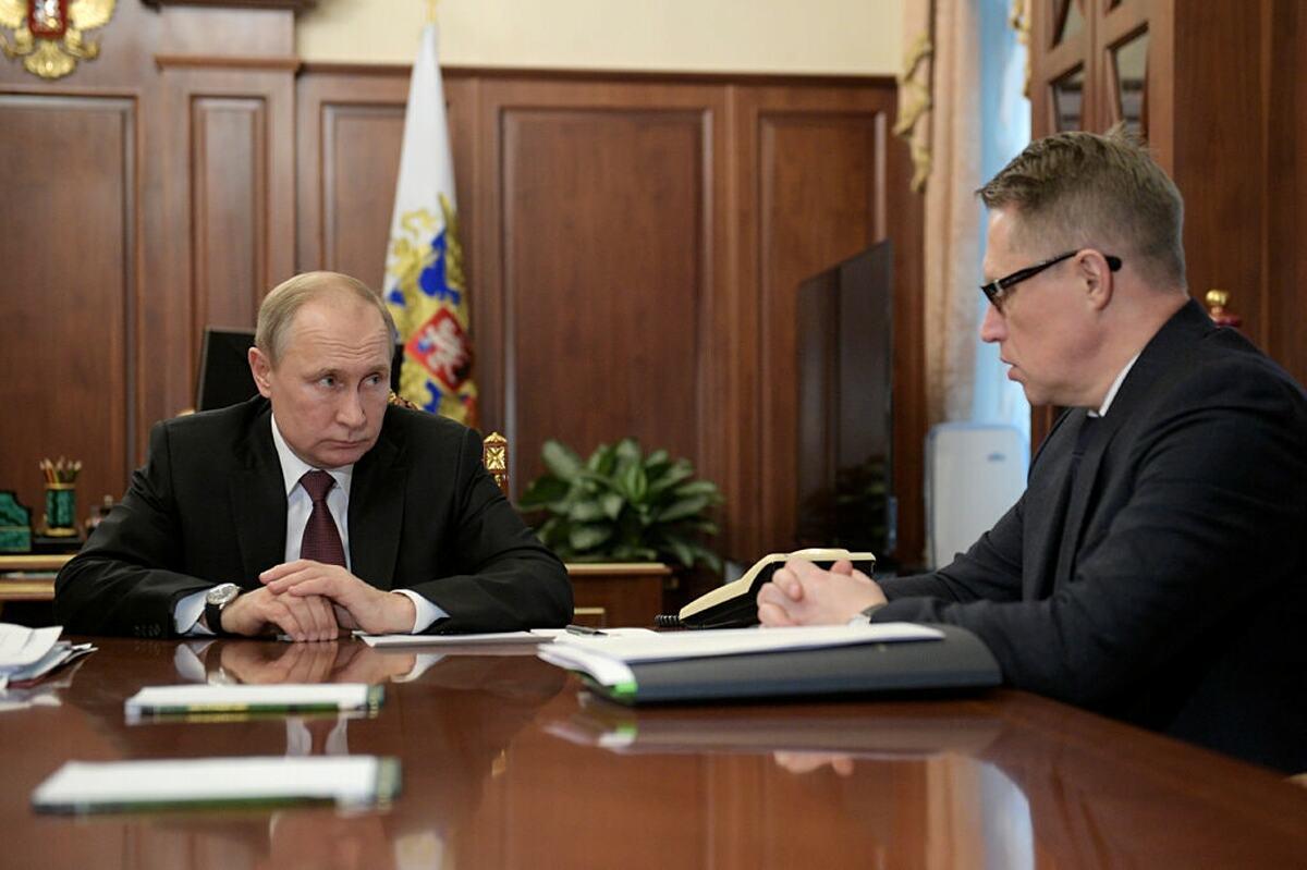 Tổng thống Vladimir Putin trong buổi họp với Bộ trưởng Y tế Mikhail Murashko hồi tháng 1. Ảnh: NY Times