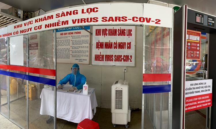 Khu vực khám sàng lọc bệnh nhân có nguy cơ nhiễm Covid-19 tại Khoa cấp cứu, bệnh viện Bạch Mai. Ảnh: Bệnh viện cung cấp