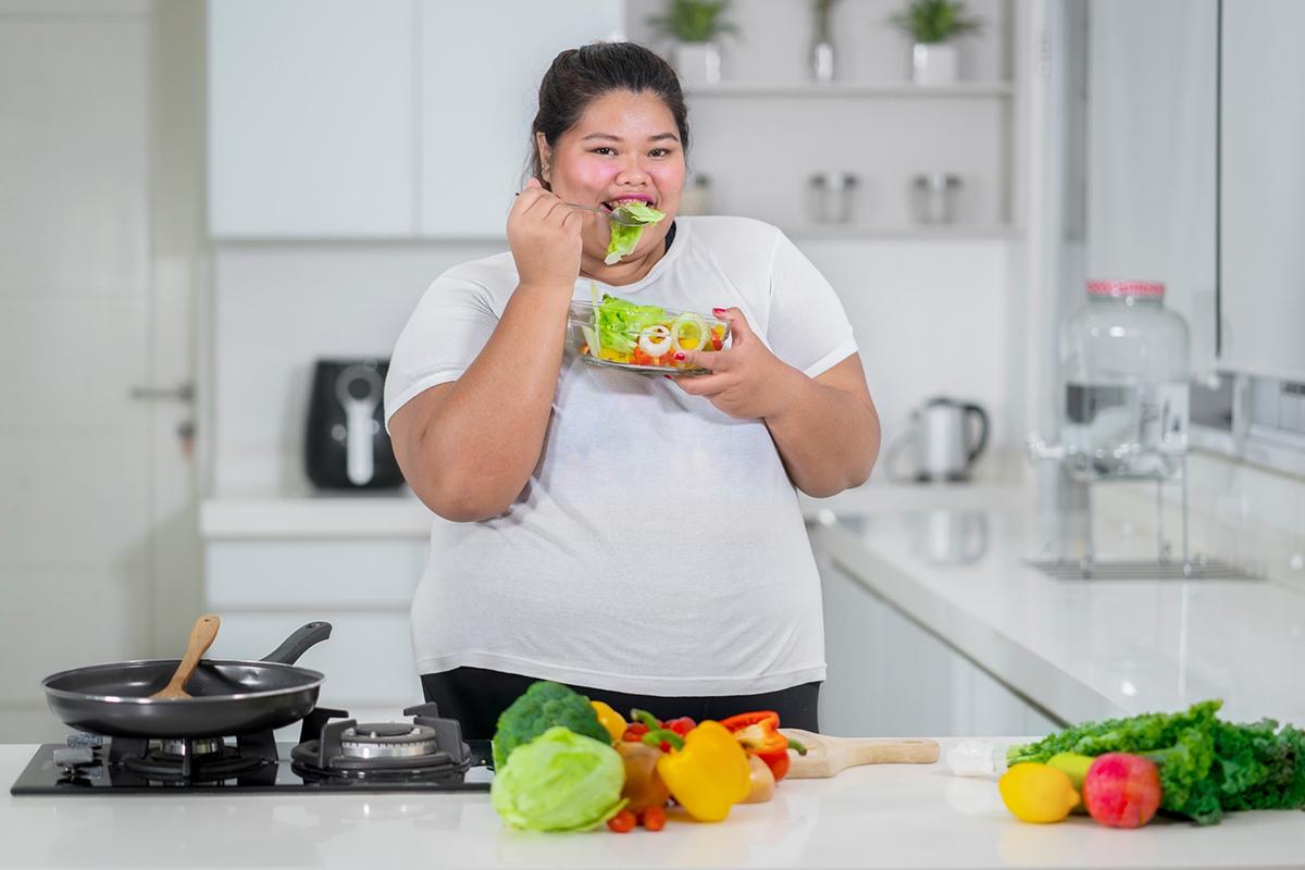 Người béo phì cần chế độ ăn năng lượng thấp, giàu rau xanh và trái cây. Ảnh: Shutterstock.