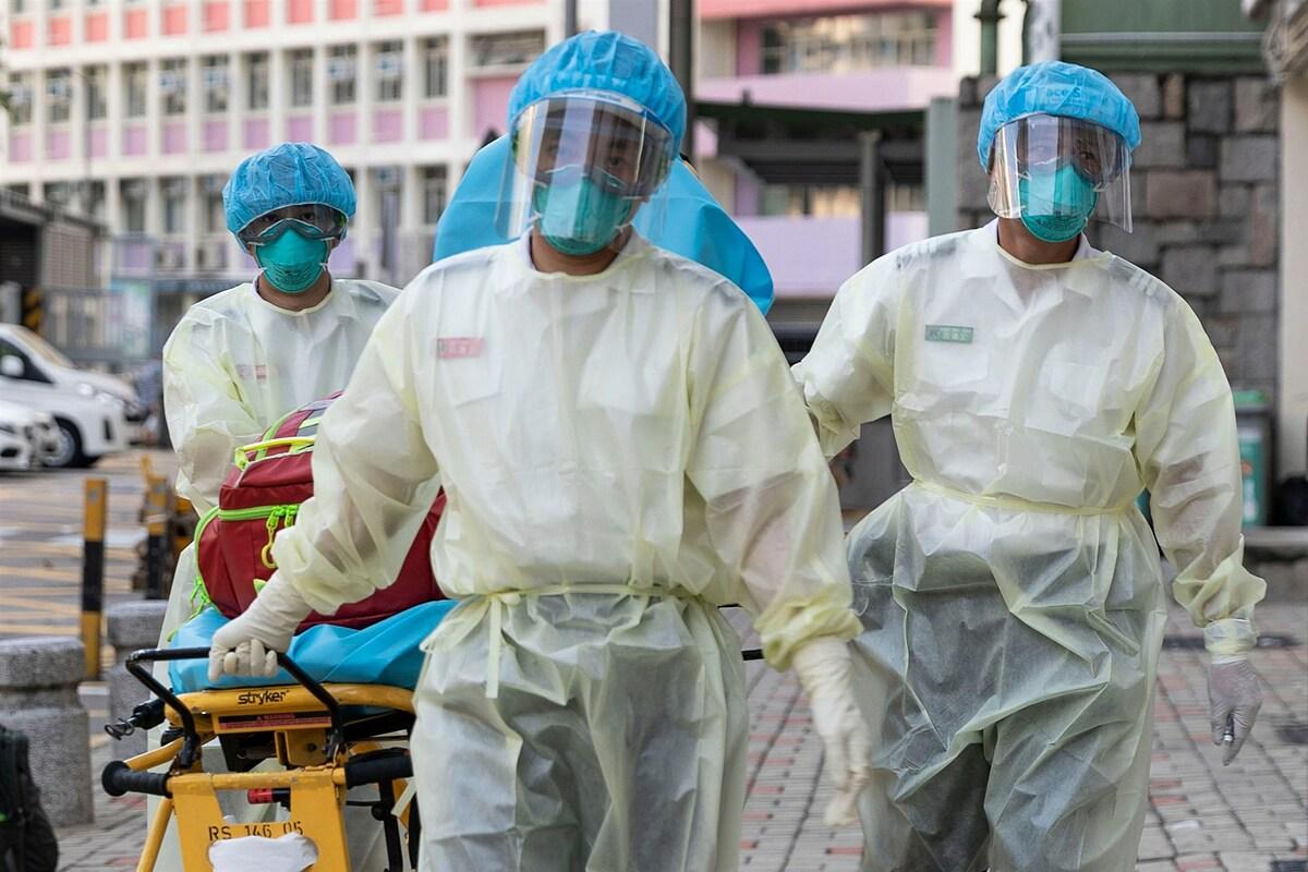Nhân viên y tế tại Hong Kong, ngày 23/8. Ảnh: AFP
