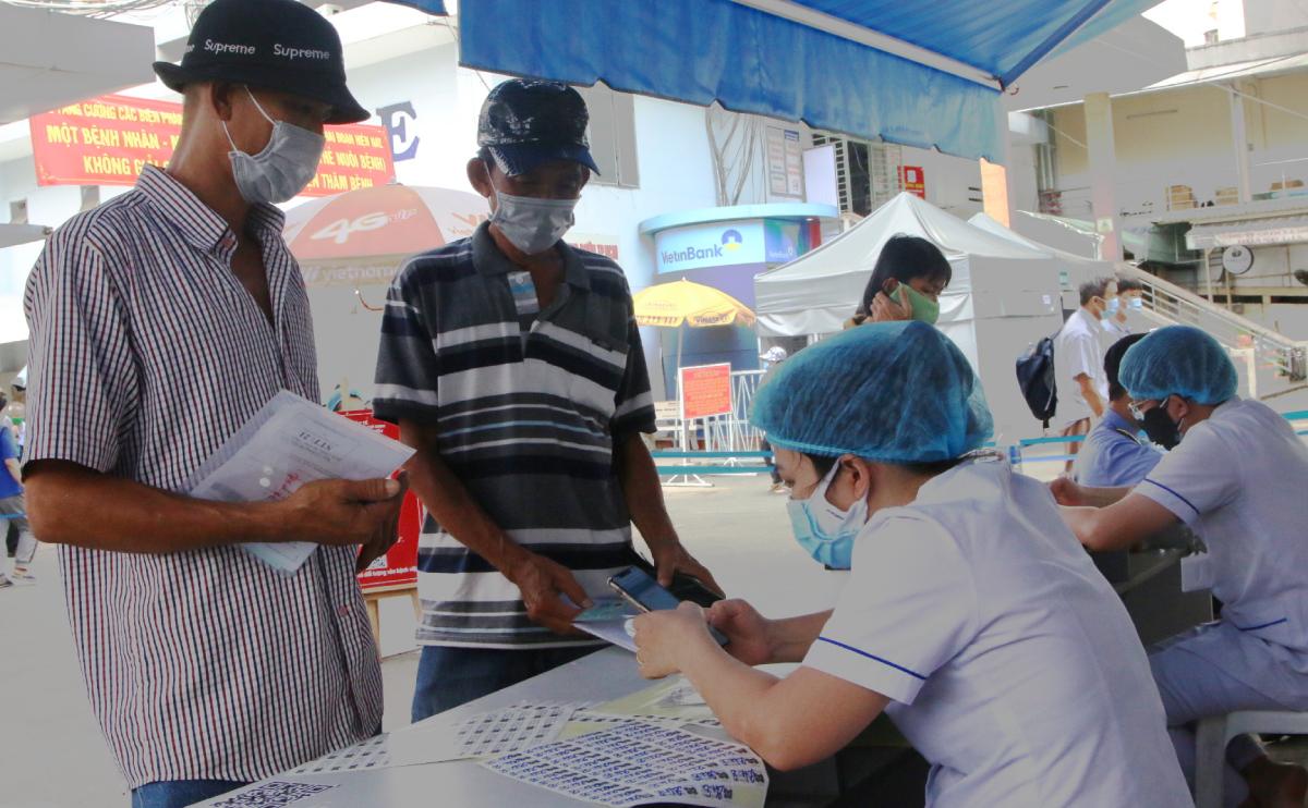 Khai báo y tế điện tử giúp bệnh viện giám sát tình hình dịch bệnh dễ dàng và hiệu quả hơn. Ảnh Thư Anh.