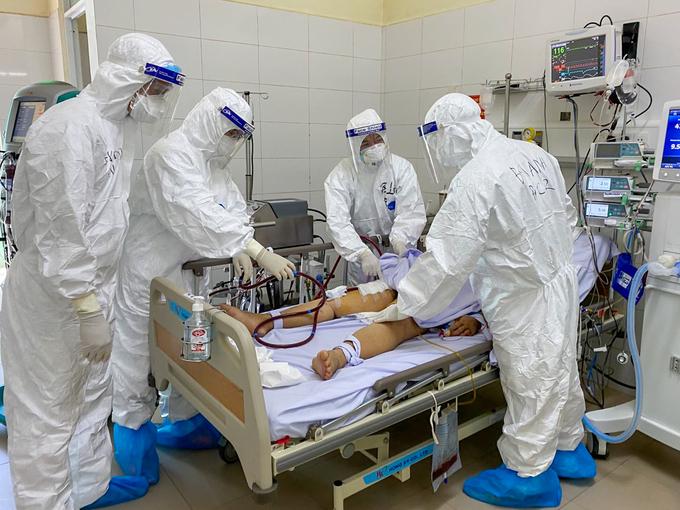 Bệnh nhân 416 đang được điều trị tại Bệnh viện Phổi Đà Nẵng. Ảnh:Bác sĩ cung cấp.