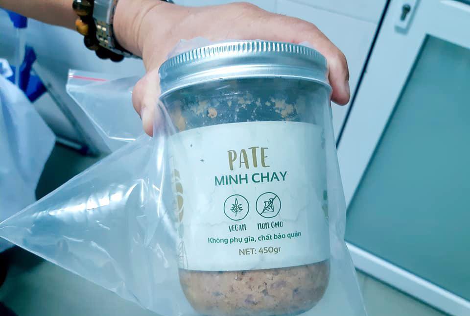 Một pate Minh Chay mà các bệnh nhân ăn sử dụng trước khi ngộ độc được cơ quan chức năng thu giữ. Ảnh: Bệnh viện Vĩnh Đức cung cấp.