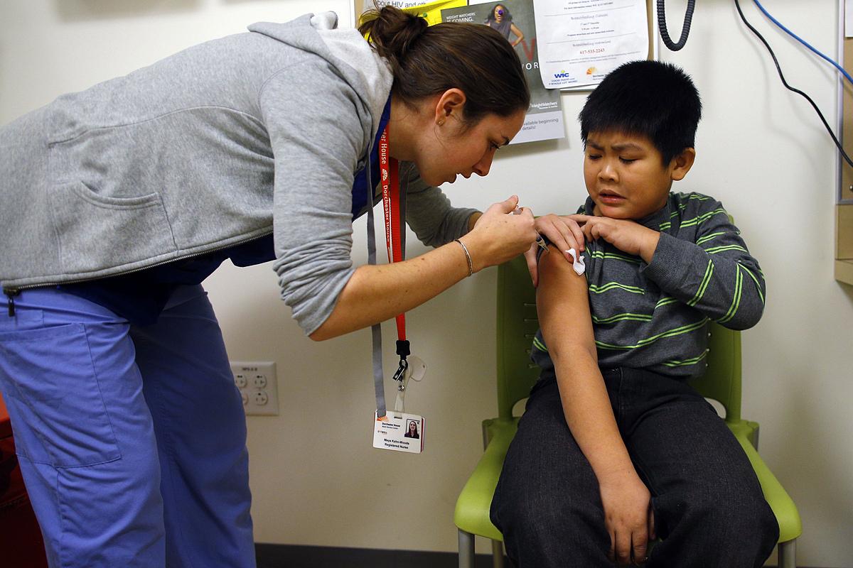 Trẻ em tại Mỹ được tiêm vaccine phòng cúm năm 2013. Ảnh: Reuters