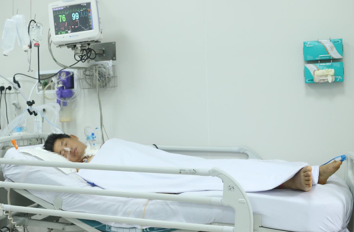 Các bác sĩ tiên lượng, bệnh nhân còn phụ thuộc vào máy thở trường kỳ. Ảnh: Bệnh viện cung cấp.