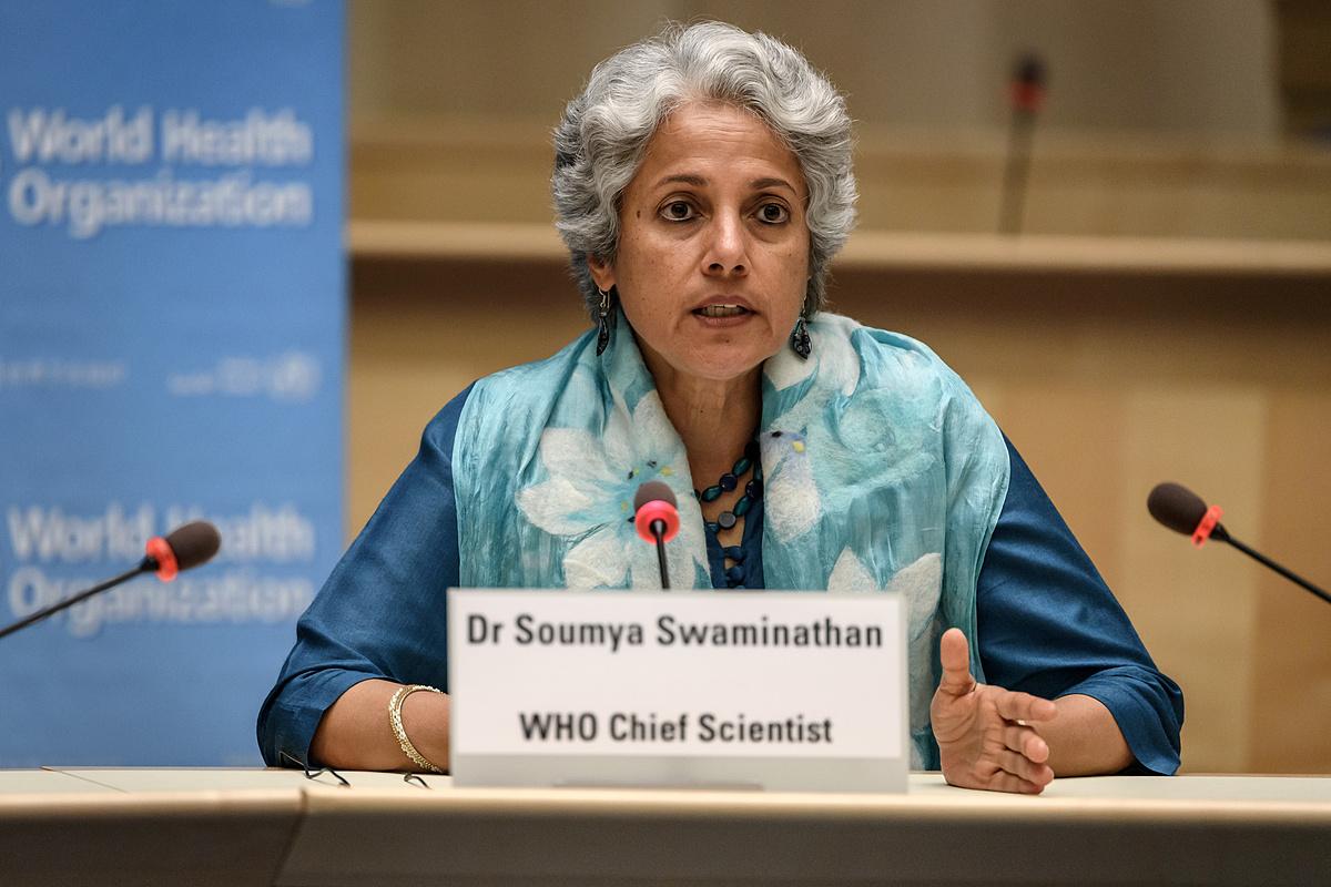 Bà Soumya Swaminathan, trưởng nhóm khoa học của WHO, trong buổi họp tại Geneva, Thụy Sĩ, ngày 3/7. Ảnh: Reuters