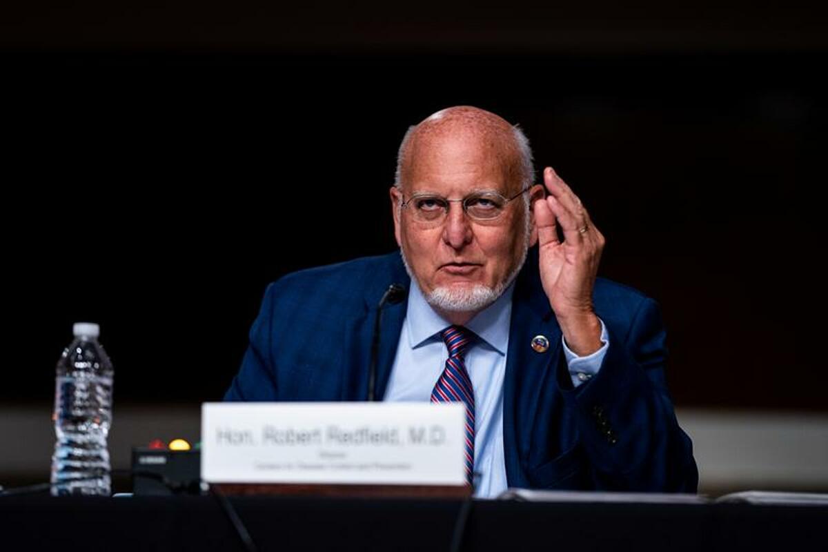 Tiến sĩ  Robert Redfield, giám đốc CDC phát biểu trong phiên điều trần tại Capital Hill, Washington, ngày 16/9. Ảnh: Reuters