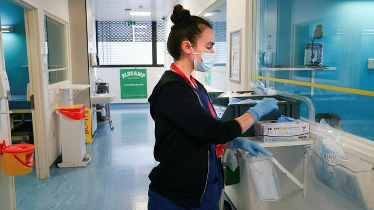 Một phòng thí nghiệm tại hVIVO, nơi dự kiến diễn ra thử nghiệm chủ động lây nhiễm trên người ở Anh. Ảnh: hVIVO