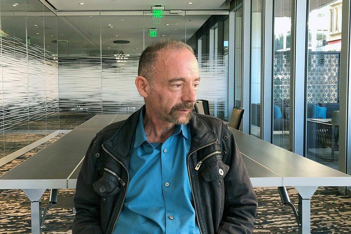 Timothy Ray Brown, được mệnh danh bệnh nhân Berlin, người đầu tiên cấy ghép tuỷ ở Đức khỏi bệnh HIV, ảnh chụp hồi 3/2019 ở Seattle. Ảnh: AP