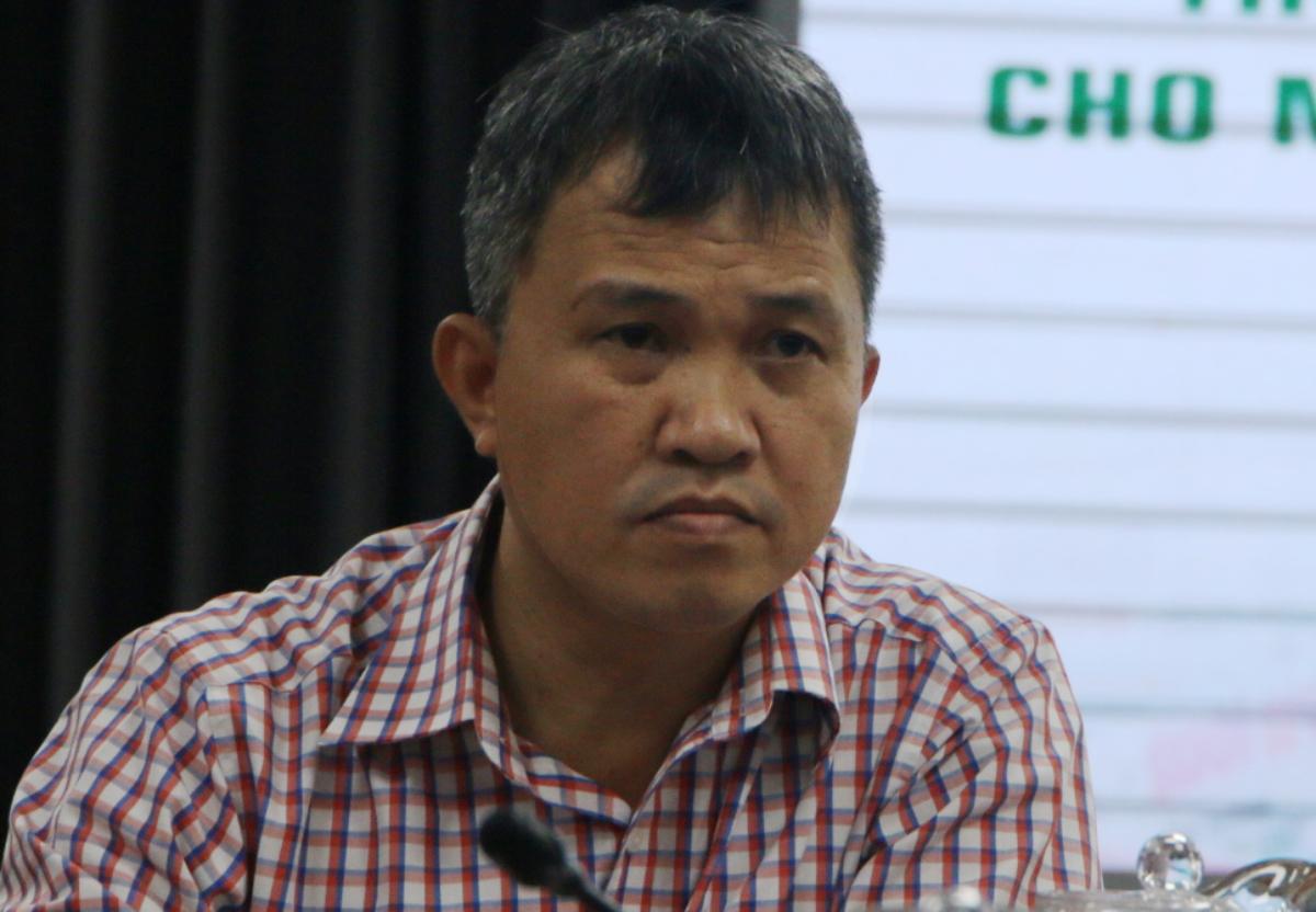 Bác sĩ Phan Thanh Tâm cho biết trong vòng 28 giờ sau nhập cảnh, hành khách được lấy mẫu và trả kết quả xét nghiệm nCoV. Ảnh: Thư Anh.