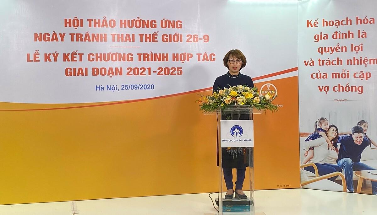 Bác sĩ Trần Thị Lan Hương, Giám đốc Y khoa, nhánh Dược phẩm, Bayer Việt Nam chia sẻ cam kết của Bayer trong việc ủng hộ các chương trình quốc gia về Kế hoạch hóa Gia đình nhằm nâng cao nhận thức giới trẻ về phòng tránh thai an toàn