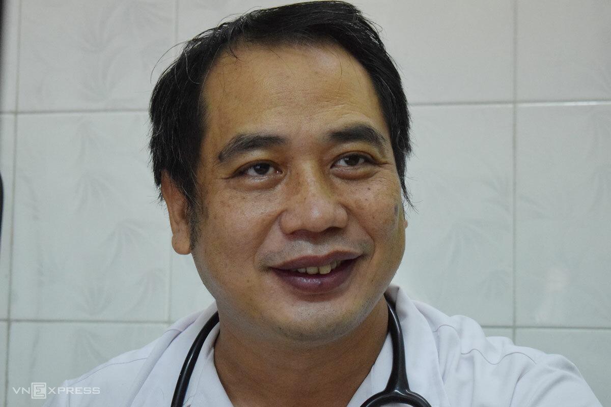 Bác sĩ Nguyễn Trung Cấp, Trưởng khoa Cấp cứu kiêm Phó giám đốc Bệnh viện Bệnh nhiệt đới Trung ương. Ảnh: Chi Lê.