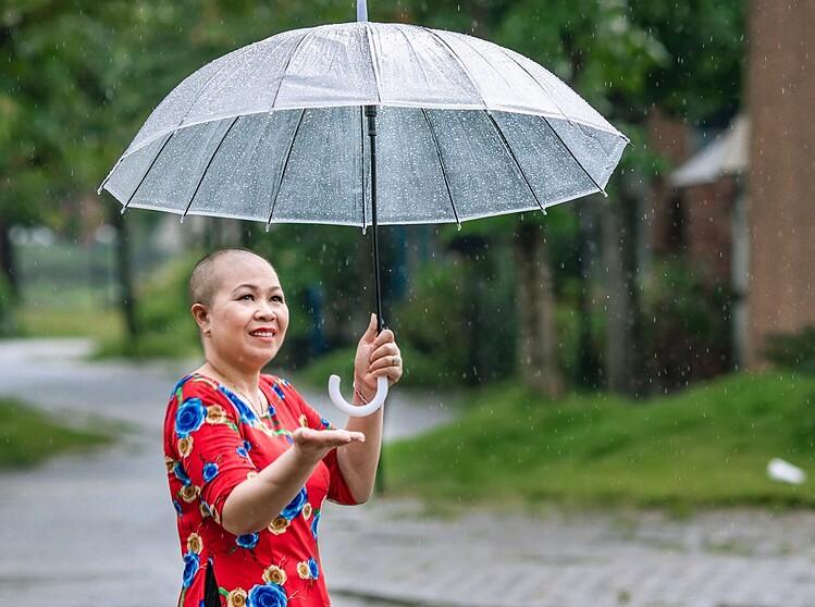 Chị Nguyễn Thị Lan với mái đầu trọc trong thời gian hóa trị. Ảnh: Nhân vật cung cấp