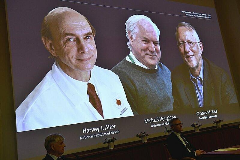 Ảnh ba nhà khoa học được trao giải Nobel Y Sinh, trong buổi lễ công bố giải ngày 5/10 tại Thụy Điển. Ảnh: AP