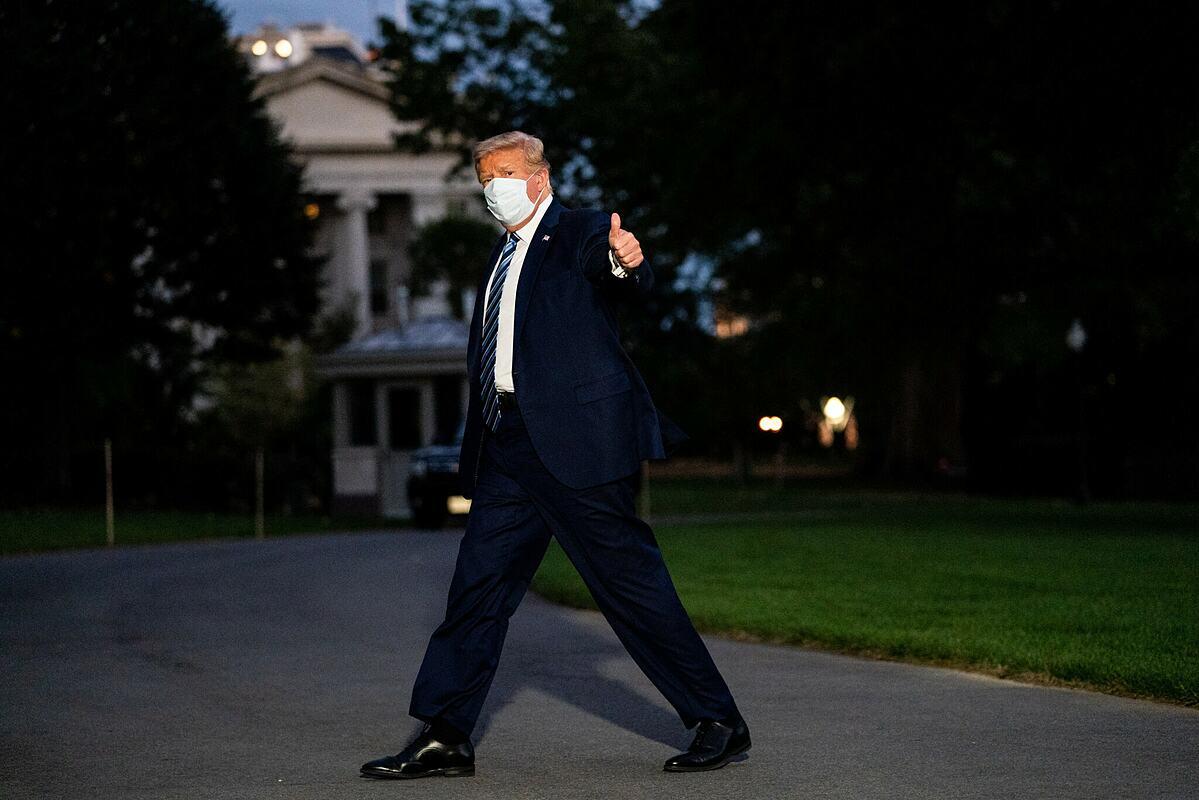 Tổng thống Donald Trump trở lại Nhà Trắng hôm 5/10. Ảnh: NY Times