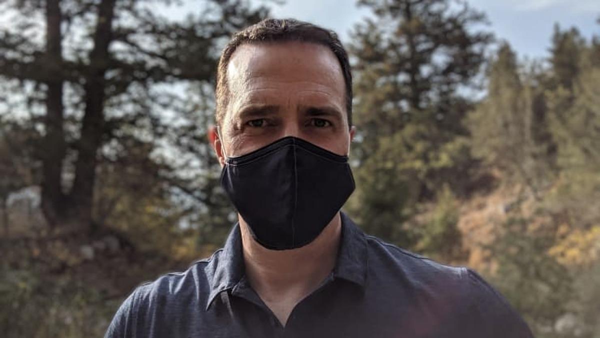 Chuyên gia sinh học Luke Hutchison trở thành tình nguyện viên thử nghiệm vaccine Covid-19 của Moderna kể từ tháng 8/2020. Ảnh: Luke Hutchison