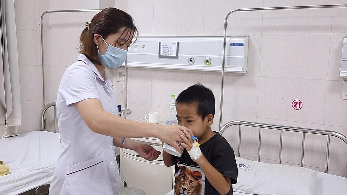 Bệnh nhi đang tiếp tục được điều trị tại bệnh viện. Ảnh: Hà Nguyệt.