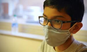 Bé trai 12 tuổi tham gia thử nghiệm vaccine Covid-19