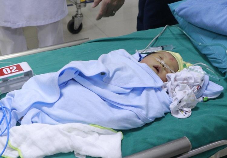 Bệnh nhi tại Bệnh viện Đa khoa Hùng Vương, ngày 27/10. Ảnh: Bệnh viện cung cấp