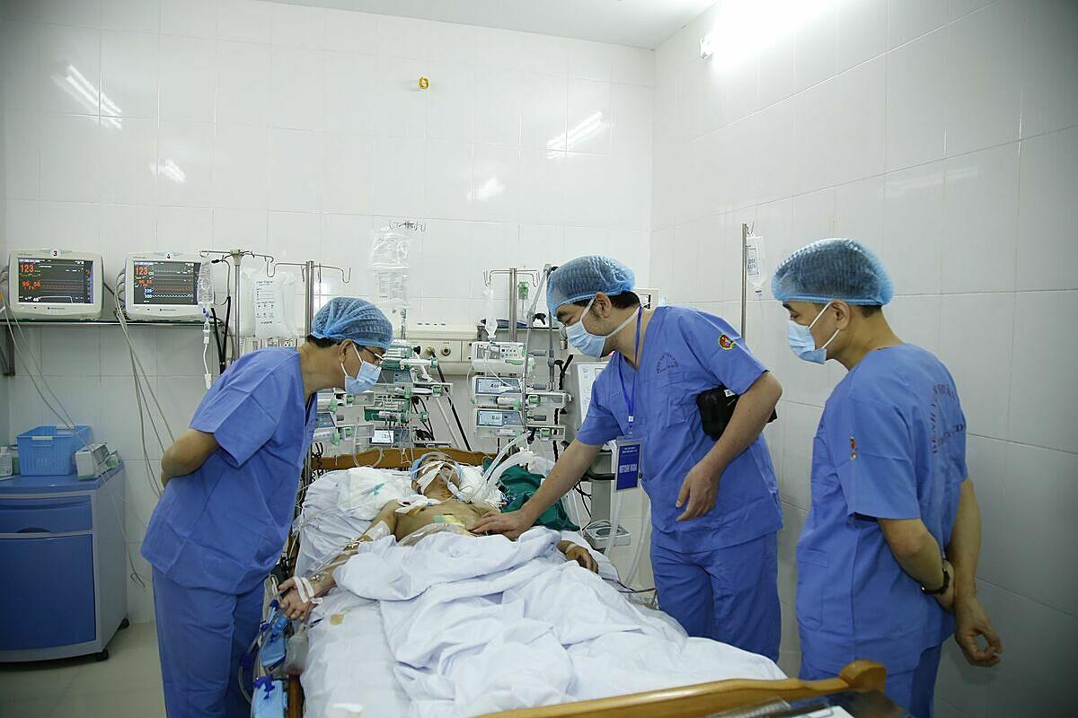 Bệnh nhân ghép ruột được theo dõi tích cực sau phẫu thuật. Ảnh: Bệnh viện cung cấp.