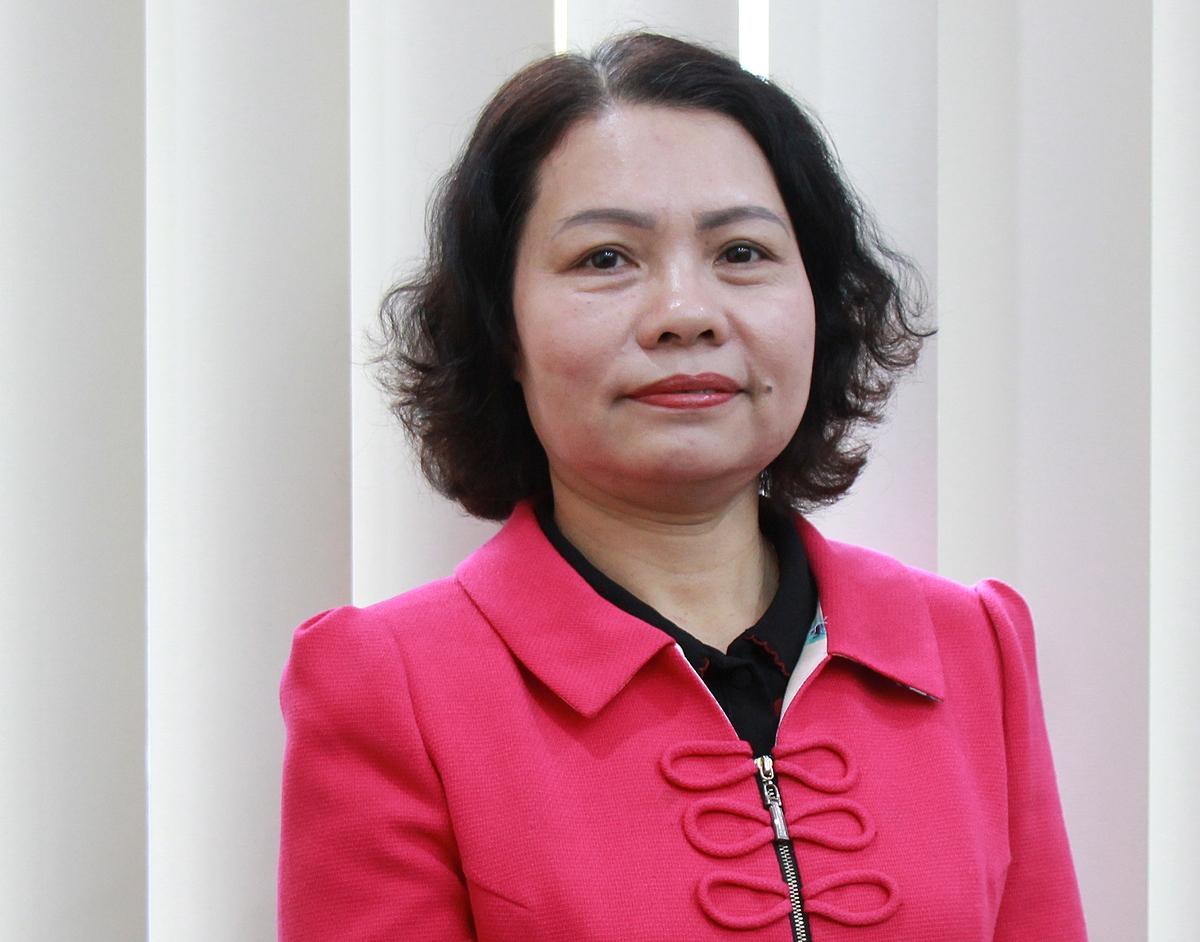 bà Đinh Mai Hạnh - Phó trưởng ban Quản lý thu sổ, thẻ - Bảo hiểm xã hội Việt Nam