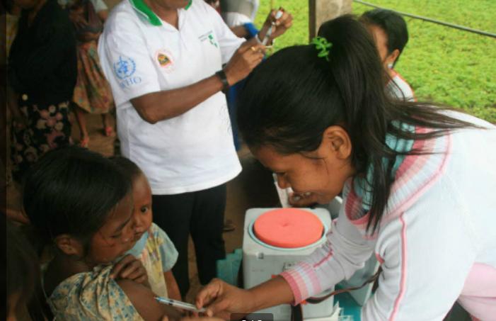Trẻ em được tiêm chủng sởi trong một chương trình của WHO năm 2019. Ảnh: WHO.