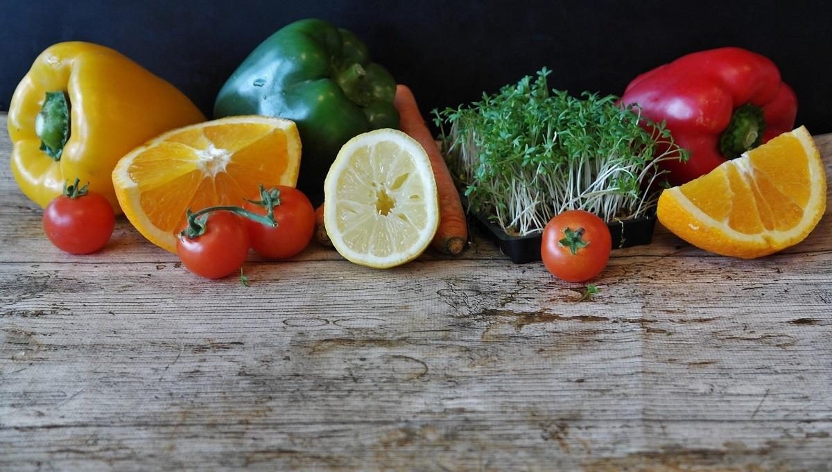 Bổ sung các vitamin và các chất dinh dưỡng đầy đủ giúp tăng cường hệ miễn dịch. Ảnh: Medlife