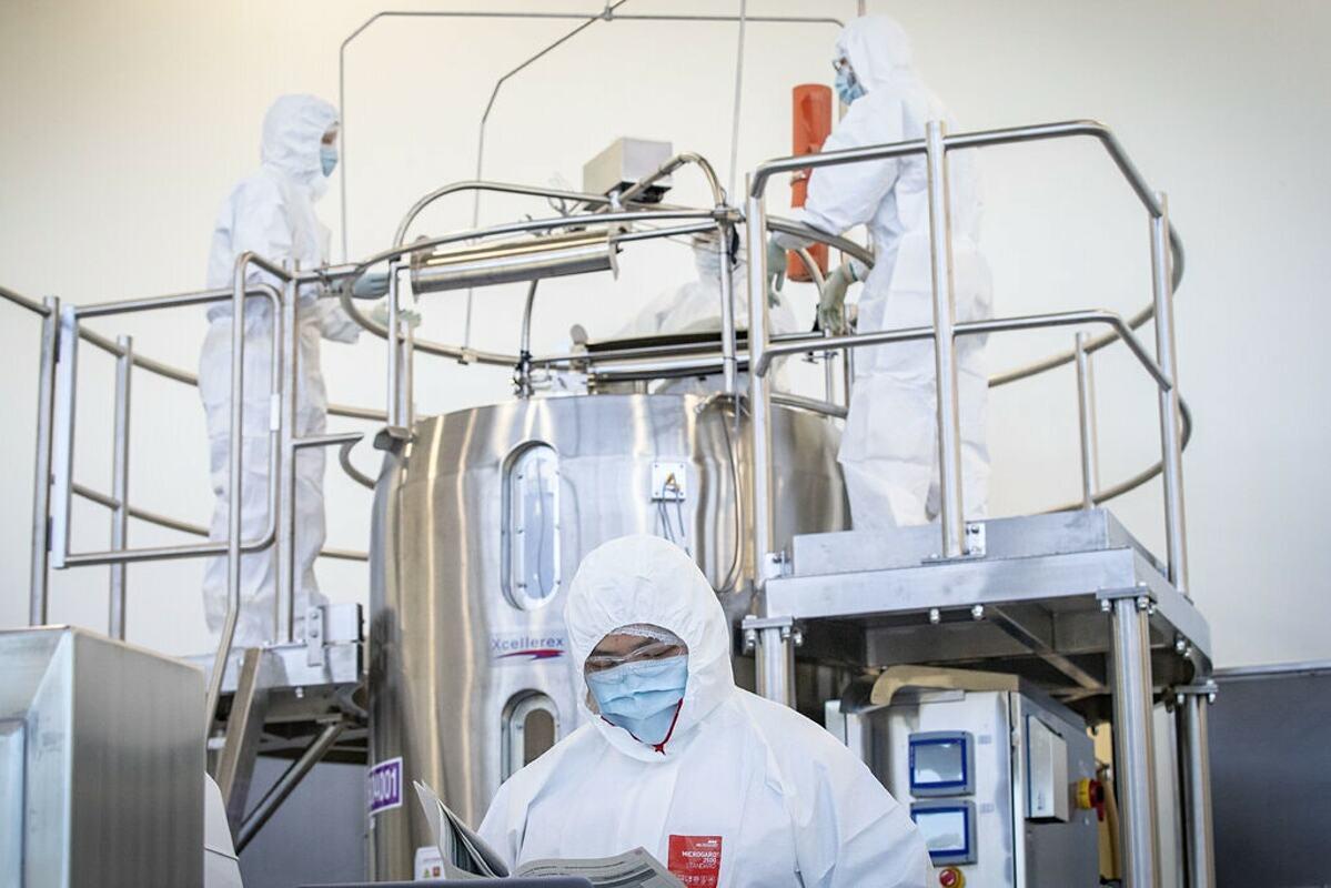 Dây chuyền sản xuất vaccine của hãng dược AstraZeneca ở Melbourne, Úc. Ảnh: NY Times