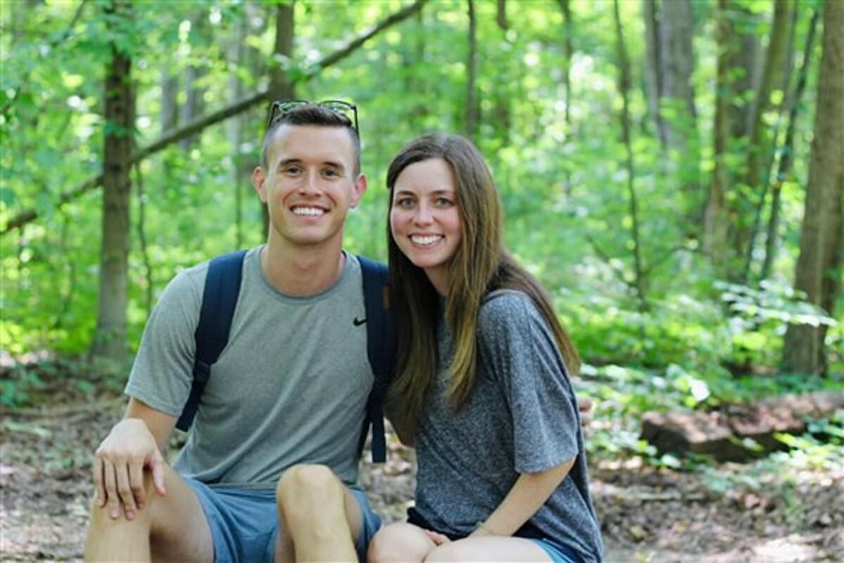Bác sĩ Dave Burkard và vợ. Ảnh: Dave Burkard