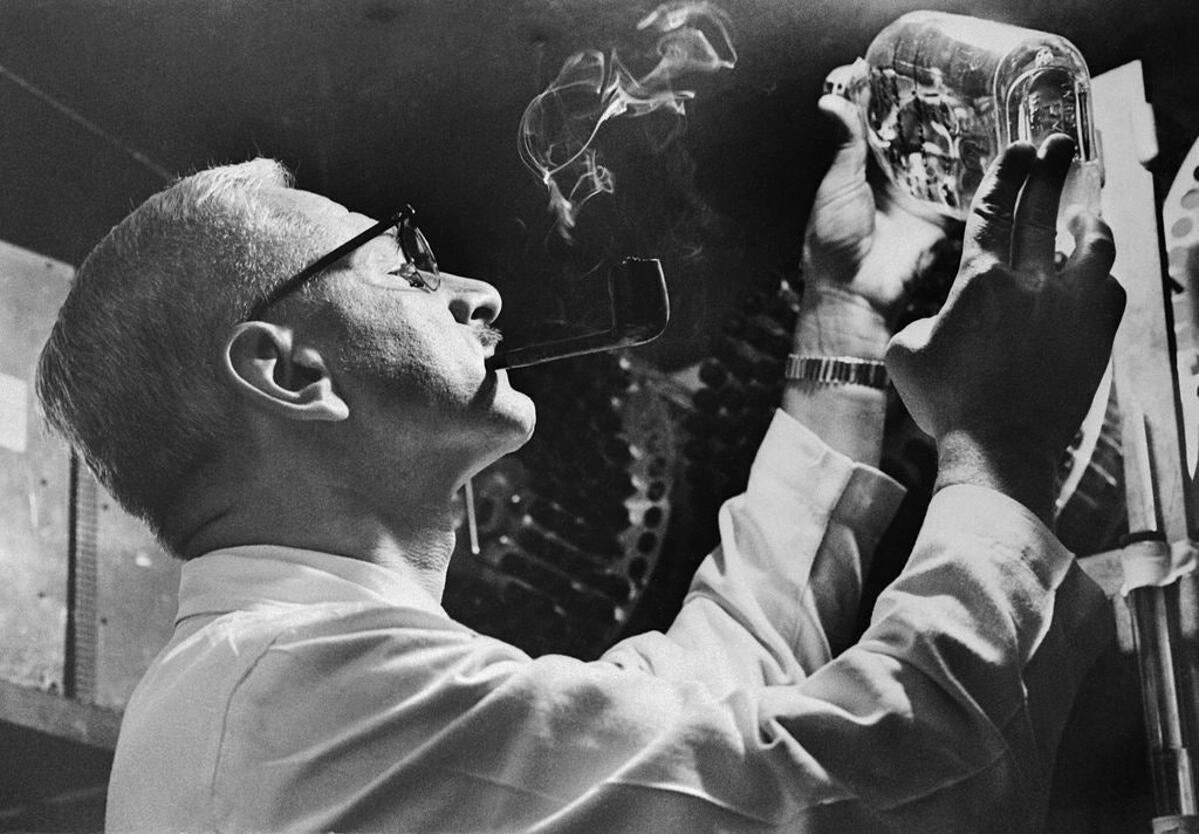 Tiến sĩ Albert Sabin, người đã phát triển vaccine bại liệt dạng uống. Ảnh: NY Times