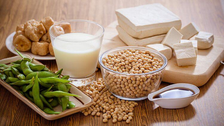 Đậu nành chứa nhiều dưỡng chất tốt cho sức khỏe. Ảnh: Lifesavvy