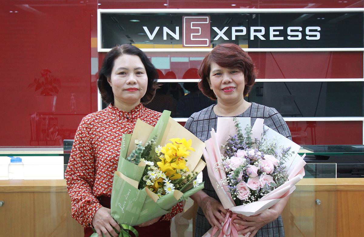 Bà Nguyễn Thị Thanh Hiền và bà Đinh Mai Hạnh giải đáp các thắc mắc của độc giả về bảo hiểm xã hội tự nguyện.
