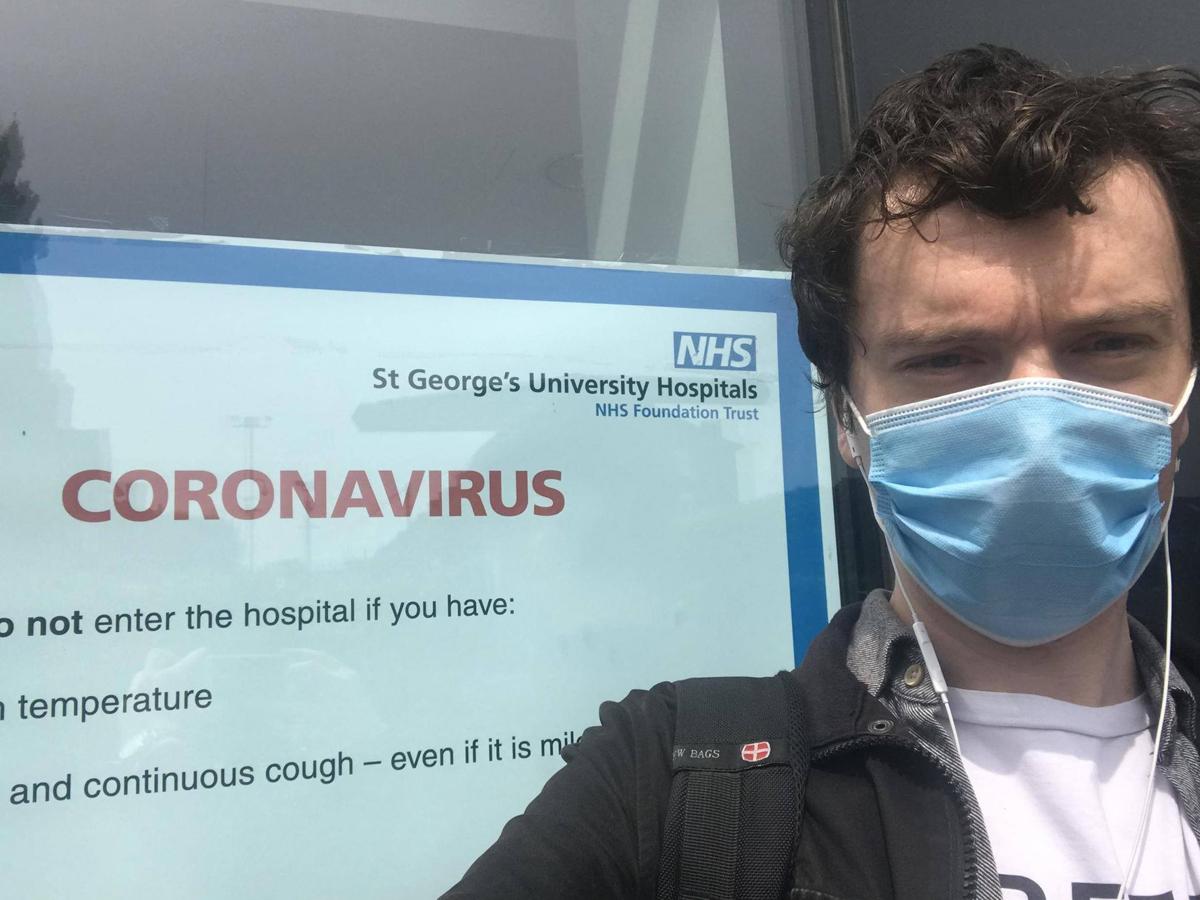 Jack Sommers, tình nguyện viên tiêm thử vaccine Oxford tại bệnh viện St George's. Ảnh: Independent.