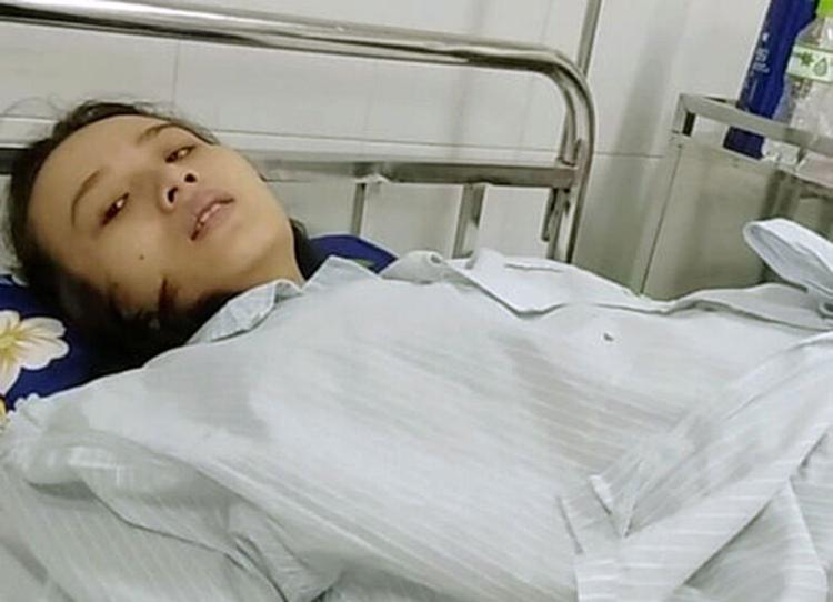 Chị Thảo lúc đang chữa ung thư ở Bệnh viện Bạch Mai hồi tháng 7. Ảnh: Hùng Lê