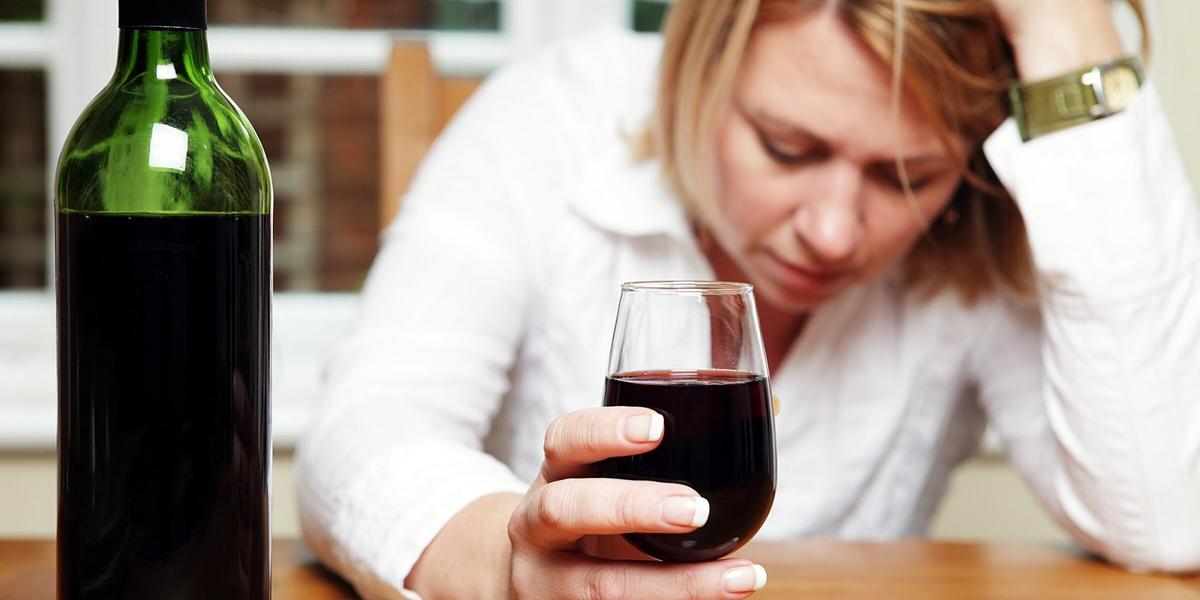 Uống rượu không giết được nCoV trong cơ thể. Ảnh: Healtheuropa