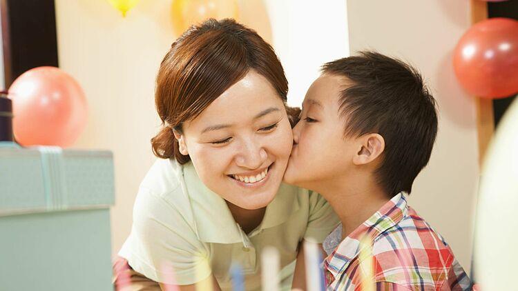 Niềm vui trong cuộc sống giúp phụ nữ tăng cường dương khí. Ảnh: Thoughtco