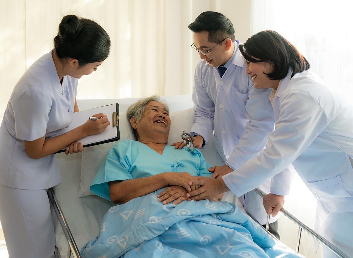 Người bệnh sẽ được thăm khám với các y bác sĩ có nhiều năm kinh nghiệm. Ảnh: Shutterstock.